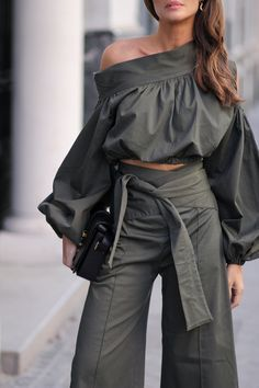 The Article For You Personally If You Like casual fashion Don't Ignore These Guidelines Fashion Pants, Look Fashion, Girl Fashion, Fashion Dresses, Womens Fashion, Fashion Design, Fashion Trends, Mode Outfits, Chic Outfits