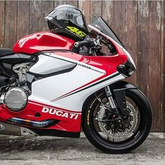 Red White Green 😍😍 Via: @unclejibb_by_max #motorcycle #motorcycles #motobike #cyclelaw #bikeride #ducatista #ducatistagram #bikerboysofinstagram #ducaticorse #instamoto #instamotogallery #instamotor #bikeporn #sportbikelife #sportbike #yamaha #bmw #ducatii #ducatiii #ducati #kawasaki #suzuki #honda #795 #motorstyle #ducatilife #ducatimonster #ducatiusa