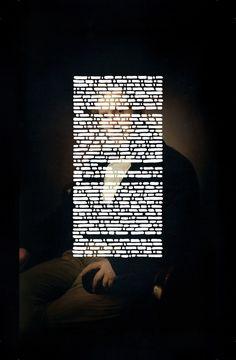 Emilio Isgrò, L'occhio di Alessandro Manzoni, 2016, acrilico su tela montata su legno, 260x160 cm, Collezione privata