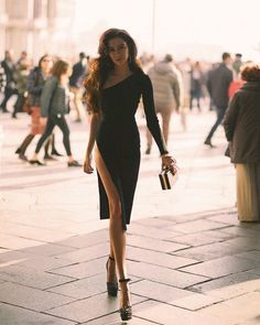 classy lady is on the top Paris Chic, Estilo Madison Beer, Photography Poses, Fashion Photography, Photography Aesthetic, Classy Aesthetic, Aesthetic Girl, Look Fashion, Womens Fashion