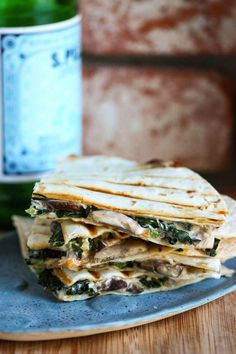 Creamy mushroom and kale quesadilla from Eat Live Run. Mexican Food Recipes, Vegetarian Recipes, Dinner Recipes, Cooking Recipes, Healthy Recipes, Drink Recipes, Tostadas, Tacos, I Love Food