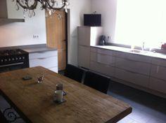 Strakke keuken in Oirschotse boerderij.