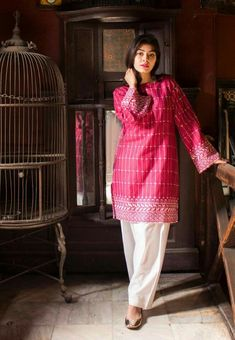 Pakistani Formal Dresses, Pakistani Fashion Casual, Casual Formal Dresses, Pakistani Dress Design, Pakistani Outfits, Indian Fashion, Pakistani Clothing, Elegant Dresses, Casual Wear