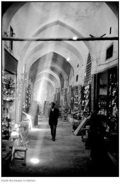 """Inside the bazaar in Isfahan, Iran"" 1956, photo by Austrian photographer INGE MORATH (1923/2002)"