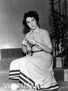 Elizabeth Taylor, Audrey Hepburn, Doris Day, and Ingrid Bergman were all knitters.
