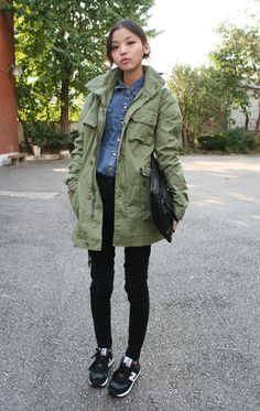 Utility Jacket Outfit, Green Utility Jacket, Green Parka, Olive Shirt, Olive Pants, New Balance Sneakers, Neutral Outfit, Camo Print, Shirt Jacket