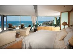 """House of the Week: """"Floating"""" Glass Home in Laguna Beach 