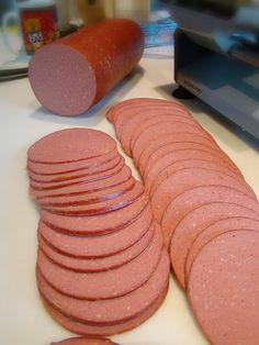 Home-Made Bologna - using high quality ingredients can make bologna more healthy, and tastier than store-bought. This recipe calls for extra-lean ground beef and fresh pork shoulder. You could use any meat you desire, though. Homemade Bologna Recipe, Bologna Recipes, Homemade Sausage Recipes, Pork Recipes, Cooking Recipes, Deer Bologna Recipe, Homemade Luncheon Meat Recipe, Cooking Ham, Gastronomia