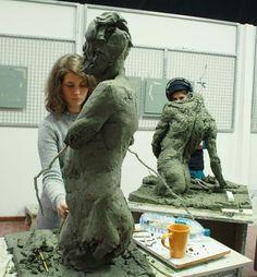 Florence Academy of Art: Amanda Granberg and Silvia Juez working on their… Modern Sculpture, Sculpture Clay, Florence Academy Of Art, Famous Sculptures, Saatchi Gallery, Painting Studio, Art Academy, True Art, Art Studios