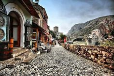 After passing the Old Bridge the streets of Kujundžiluk attract with colorful souvenirs, shops and handmade delights. Read more on our website: www.tourguidemostar.com #travel #travetips #besttravel #tourguidemostar #visitmostar #bosnia #herzegovina #oldbridge #bosniaandherzegovina #počitelj #neretva #photography #mosques #architecture