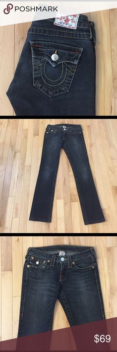 """True Religion Billy Jeans Size 25 These True Religion Billy jeans size 25 are in excellent pre-owned condition. They are color grey and skinny. Inseam measures 28""""; leg opening is 12"""". True Religion Jeans Skinny"""