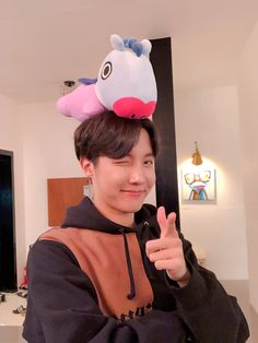 Image shared by 𝐋𝐔𝐂𝐘. Find images and videos about kpop, bts and jungkook on We Heart It - the app to get lost in what you love. Jung Hoseok, Kim Namjoon, Seokjin, Gwangju, J Hope Selca, Bts J Hope, K Pop, J Hope Twitter, Twitter Bts
