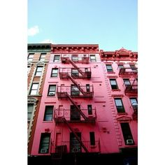pink apartment building in soho ❤ liked on Polyvore featuring backgrounds, pink, pictures, buildings и fotos