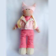 Boneca Linda Maria Carol, Feita de Tecidos variados como algodão, soft e pelúcia carapinha. Enchimento siliconado antialérgico e cabelos sintéticos.