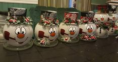 Christmas DIY : Yes I got even further carried away making snowman heads the larger bowls I found at Dollarama (the smaller ones at Dollar Tree) I u Dollar Tree Christmas, Dollar Tree Crafts, Noel Christmas, Diy Christmas Ornaments, Diy Christmas Gifts, Christmas Projects, Christmas Wreaths, Christmas Ideas, Christmas Music