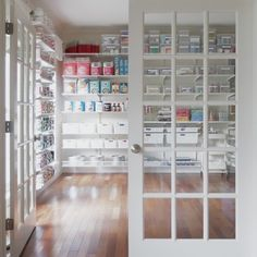 Have you ever seen an entire room organized for a baker? Well, you have now. Swipe to check out this stunning bakery organization project shared by . Baking Storage, Baking Organization, Room Organization, Kitchen Storage, Bakery Shop Design, Home Bakery Business, Baking Station, Business Storage, Bakery Kitchen