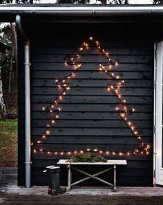 In Amerika pakken ze heel het anders aan, de buitenkant van de woning en de tuin wordt helemaal versierd. In dit artikel bespreken we hoe je je tuin charmant versiert met kerstmis.