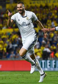 Karim Benzema (Real Madrid) adidas X Ronaldo Free Kick, Liga Soccer, Ramos Real Madrid, Real Madrid Wallpapers, Messi And Ronaldo, Soccer News, Chelsea Football, Sport Man, Sergio Ramos