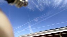UFOs El Paso TX......Два ярких белых объекта, отчетливо видимых, проходящих параллельно друг другу в дневном небе над Эль-Пасо....(февраль 2018)