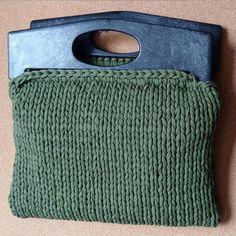 WEBSTA @ stesha_hm - Неожиданно Хаки и чёрные пластиковые ручки! что скажете?....#стеша_рукодельница #пряжалента #ручнаяработа #рукоделие #сумка #весна #толстаяпряжа #трикотажнаяпряжа #тпряжа #knitting #handmade #lentaknit