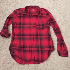 Hollister plaid flannel Worn once. Hollister Tops Button Down Shirts