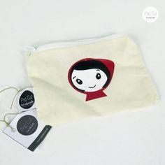 Kleine Kosmetiktasche mit Plotterdruck und Reißverschluss, Farbe natur Abmessungen: 10 cm x 14 cm Preis: € 8,- Jetzt bestellen: http://www.popcut.at/diy/webshop/