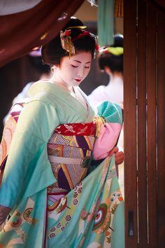 Hatsuyori 2014: maiko Satsuki by YASU733 Satsuki, at 19, is the highest ranked maiko in Gion