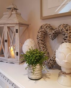 Spicing Up Your Home With Shabby Chic Home Decor Shabby Chic Dining, Shabby Chic Homes, Shabby Chic Furniture, Shabby Chic Decor, Ideas Geniales, Home And Deco, Ideal Home, Home Furnishings, Living Room Decor