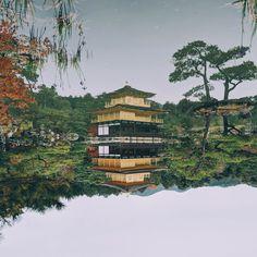 I recently found out that the Kinkaku-ji's pond is a mirror