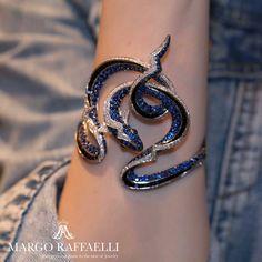 Margo Raffaelli( Get electric wearing Stephen Webster conger eel cuff. Photo credit: Rimma Zarbeeff for… 」 Snake Jewelry, Cute Jewelry, Modern Jewelry, Body Jewelry, Jewelry Art, Jewelry Bracelets, Unique Jewelry, Jewelry Accessories, Fashion Accessories