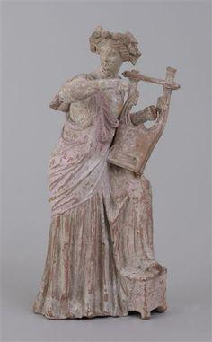 Kitharaspielende Frau. Myrinäisch, 2. Hälfte 2. Jh. v. Chr. Skulpturensammlung
