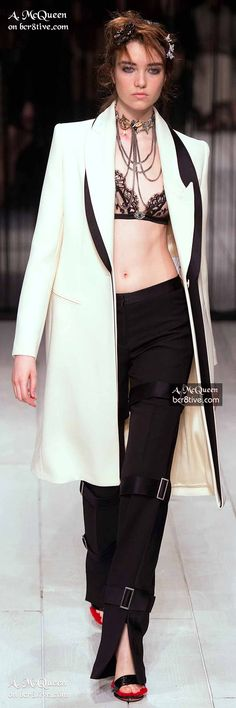 Fall 2016 Ready-to-Wear Alexander McQueen Alexander Macqueen, Mcq Alexander Mcqueen, Fashion Seasons, White Casual, Couture Fashion, Ready To Wear, Cool Outfits, Womens Fashion, Fashion 2016