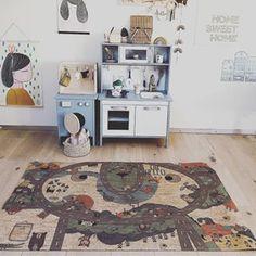 💙💛💙CLARISSAKORK GOES SWEDEN💙💛💙..........Foto: @what_eva_loves #interiorforkids #kidsroom #kidsroomdecor #sustainable #ecofriendly #allergickids #kidsfun #playmat #play #playstuff #naturaltoys #cork Natural Toys, Kidsroom, Cool Kids, Cork, Sweden, Kids Rugs, Play, Children, Interior