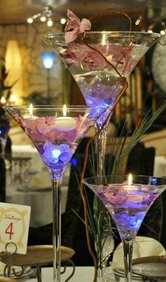 Merveilleux Giant Martini Glasses, Filled With Glass Beads, Flowers And LED Lights
