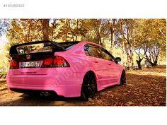 Honda Civic Pembe renk de yakışmış hani.