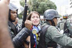 """""""Acosados"""" por Elizabeth Araujo @eliza Santos http://shar.es/VqGt4 #Venezuela #SOSVenezuela"""