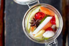 Ingemaakte groente met gember, rode peper, knoflook en steranijs - Recept - Allerhande