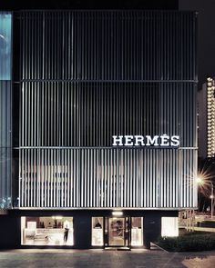 vertical lines [Hermès Singapore Storefront by Photography by Christopher Ong, via Flickr]