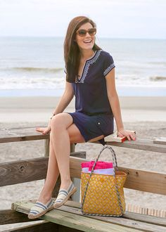 Blogger Classy Girls Wear Pearls looking great in a Tory Burch tunic, tote and espadrilles