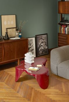 Sloth coffee table, design Karim Rashid. #Karim #rashid #design