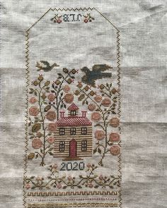 Jo Brozinski в Instagram: «Finished 🤗 now to turn it into a little huswife. #crosstich #madebyme #bbdsewingclub #crewelgobelin» Bohemian Rug, Embroidery, Rugs, Instagram, Home Decor, Farmhouse Rugs, Needlepoint, Decoration Home, Room Decor