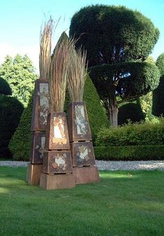 this fellow does wonderfull garden installments .. would like to do something like this ..