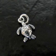 This cute 3D turtle charm measures 9x13mm, it can be great for your beach themed designs, whether it be for a charm bracelet or cute set of earrings.