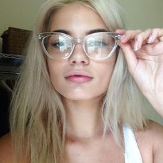 a place for style and girls. Cute Glasses, New Glasses, Cat Eye Glasses, Girls With Glasses, Glasses Frames, Tumbrl Girls, Fashion Eye Glasses, Wearing Glasses, Piercings