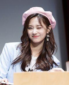 Twice Jyp, Twice Once, Tzuyu Twice, Kpop Girl Groups, Kpop Girls, Tzuyu And Sana, Cute Girls, Cool Girl, K Pop