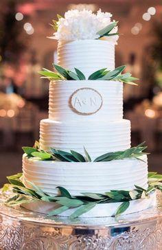 Wedding cake idea; Featured Photographer: Sarah Kate Photography