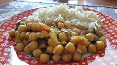 SEMANA DE RECETAS INDIAS <3 Día 5 *CHANA MASALA CON CHAMPIÑONES*  INGREDIENTES - Aceite de oliva - 2 tazas de garbanzos cocidos - 1 cebolla chica picada - 1 diente de ajo picado - 1/2 tomate picado - 1 taza de champiñones cortados en trozos - Jugo de medio limón - Curry - Pimentón - Sal - Pimienta  PREPARACIÓN - En una sartén grande calentar el aceite de oliva. Añadir la cebolla  y sofreír - Agregar el ajo, el tomate y los champiñones. Cocinar 5 minutos - Agregar el jugo de limón, el curry…