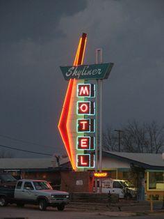 Neon Sign - Skyliner Motel (Stroud, OK) Lettering Design, Sign Design, Bates Motel Season 4, Station Essence, Retro Signage, Neon Moon, Vintage Neon Signs, Shine The Light, Neon Nights