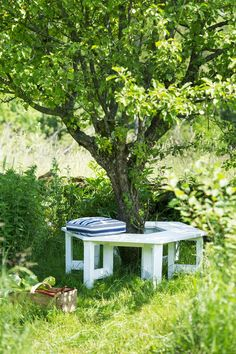 The most awesome Garden bench Front Yard Ideas 1131165240 Outdoor Garden Bench, Outdoor Gardens, Outdoor Benches, Beddinge, Garden Structures, Garden Spaces, Back Gardens, Garden Cottage, Outdoor Projects