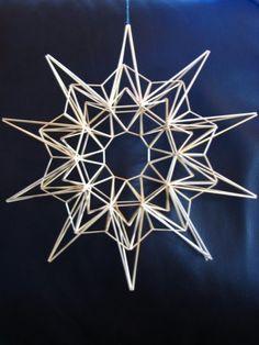 himmeli pilleistä - Google-haku Straw Art, Diy Straw, Xmas Crafts, Diy And Crafts, Straw Sculpture, Drinking Straw Crafts, Mobiles, Geometric Decor, Diy Origami